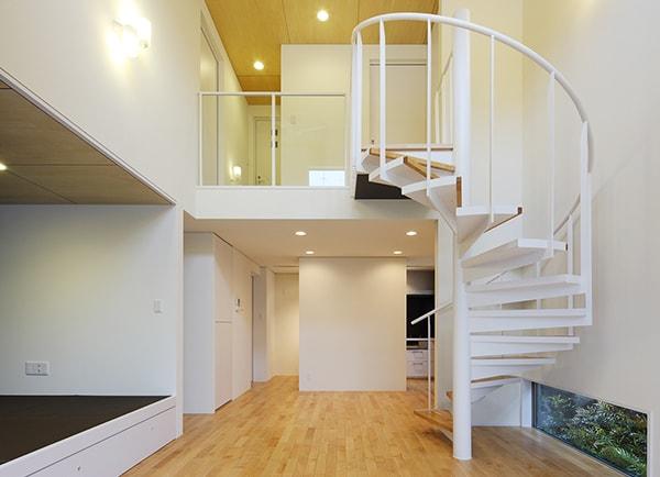 空間とフロアをつなぐ螺旋階段