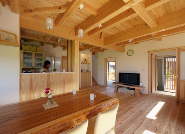 houce-004:木の温もりを感じる家